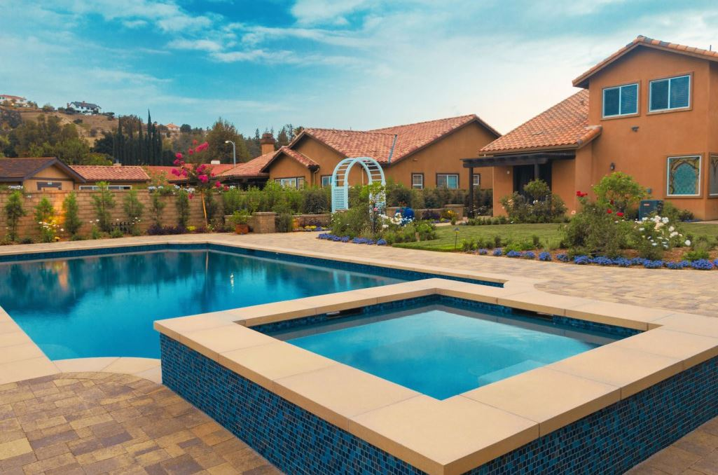 Planning landscaping around your inground swimming pool for Pictures of inground pools landscape